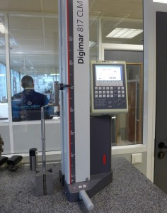Colonne de mesure digitale avec compensation de fluctuations de température ambiante